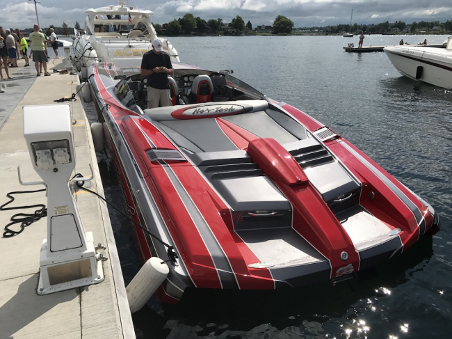 2011 Nor-Tech 4000 Roadster Supercat: One Owner Freshwater Boat
